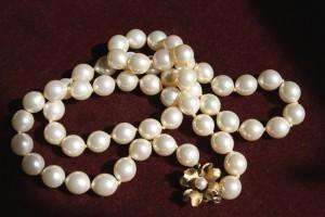 Vintage strand of 8mm pearls